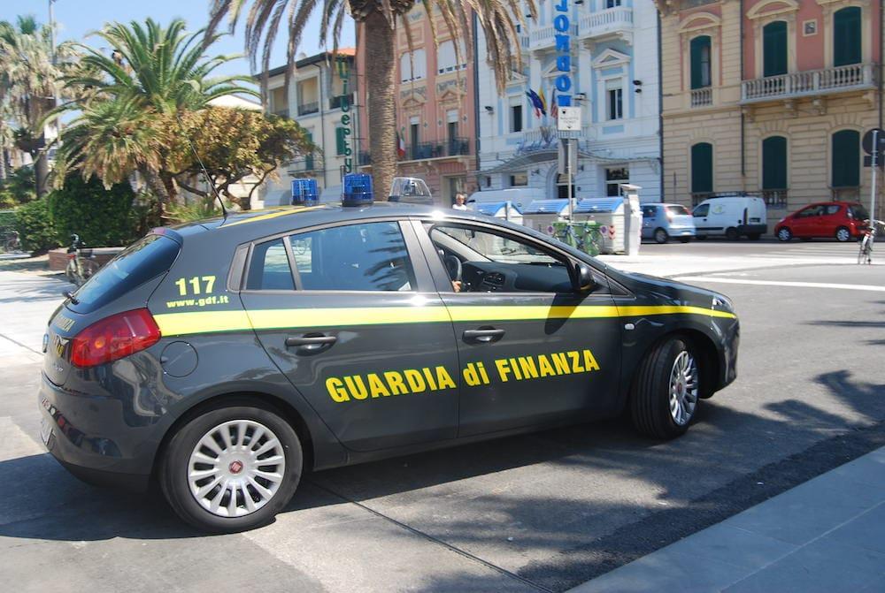 Tarquinia e Montalto, contraffazione e commercio abusivo sulle spiagge: giro di vite della Gdf