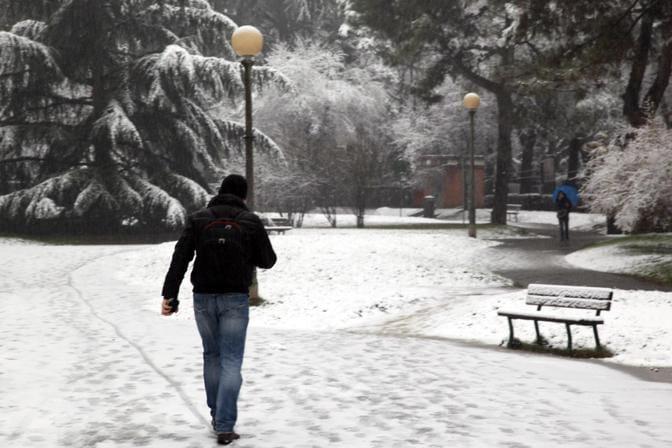 Maltempo: prima neve a Manziana e nelle zone lacustri