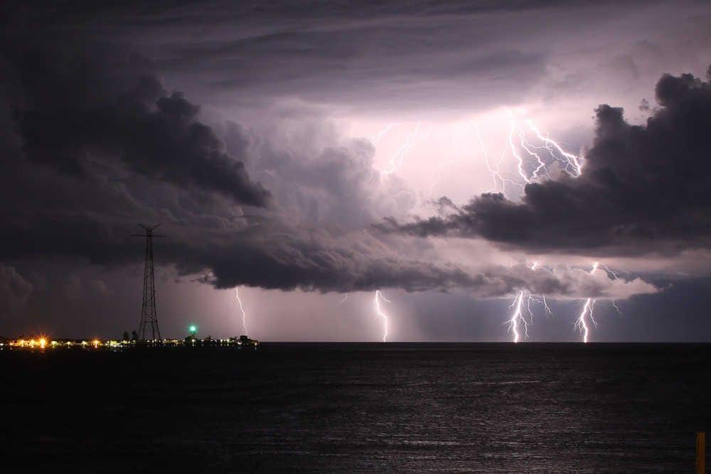 Allerta meteo da questa sera per forti precipitazioni e temporali