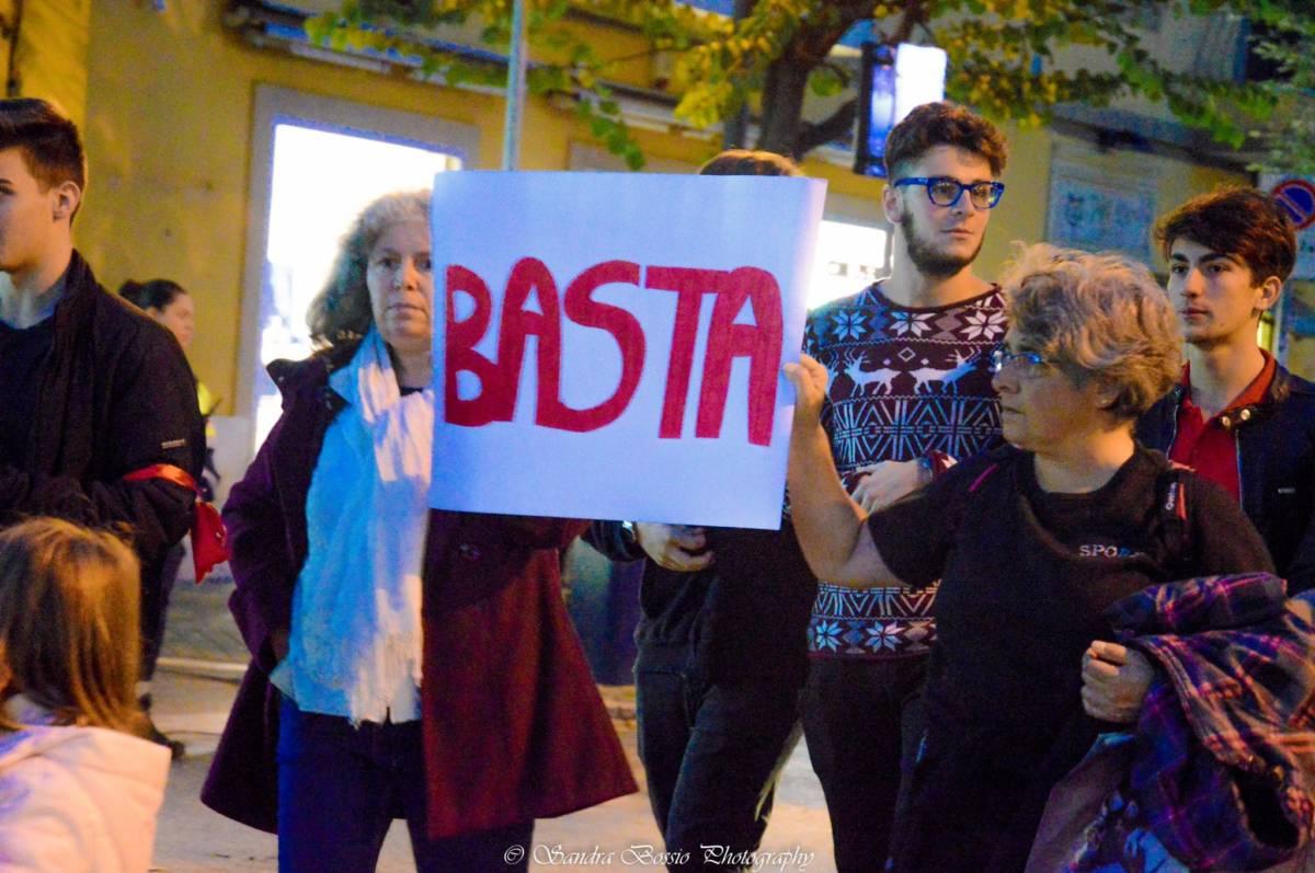 Roma, 200mila in piazza per il corteo contro la violenza sulle donne