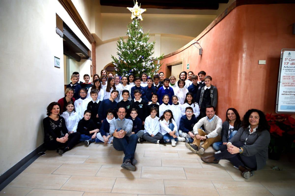 Montalto di Castro, albero di Natale del Comune addobbato dai bambini della scuola primaria