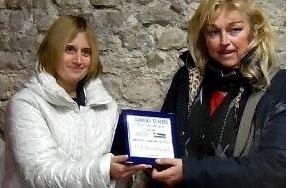 """Tre donne sul podio del Concorso di Pittura """"Frammenti di Mare"""""""