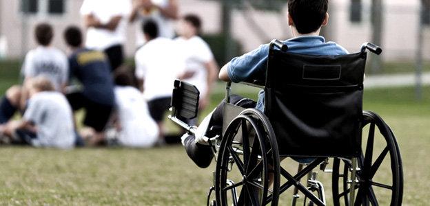 Fiumicino, dimezzati i fondi per l'assistenza scolastica ai bambini con disabilità
