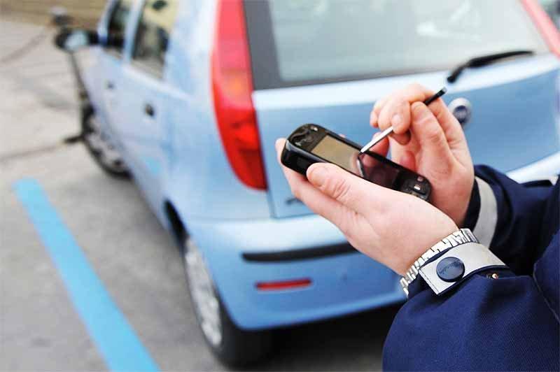 Ladispoli, parcheggio senza bancomat: la multa non si paga
