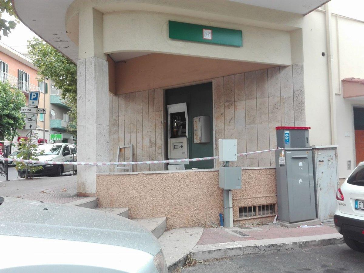 Santa marinella il bancomat esploso dall 39 interno terzo - Isolare il soffitto dall interno ...