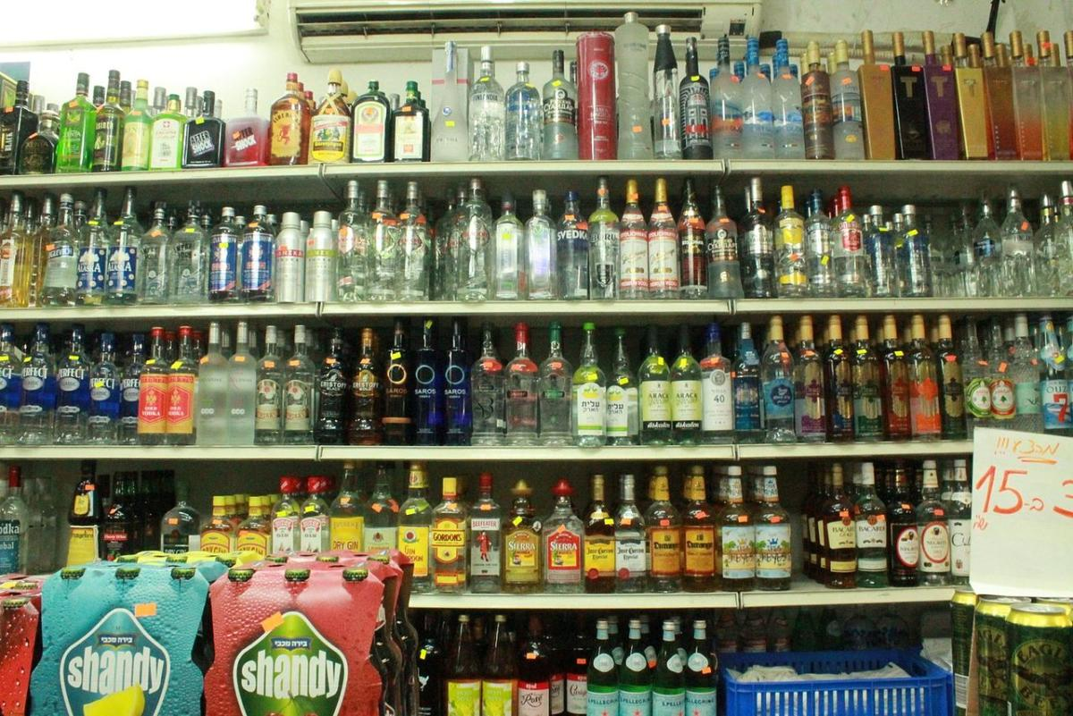 Ladispoli, arriva la prima vittima dell'ordinanza contro vendita notturna di alcolici