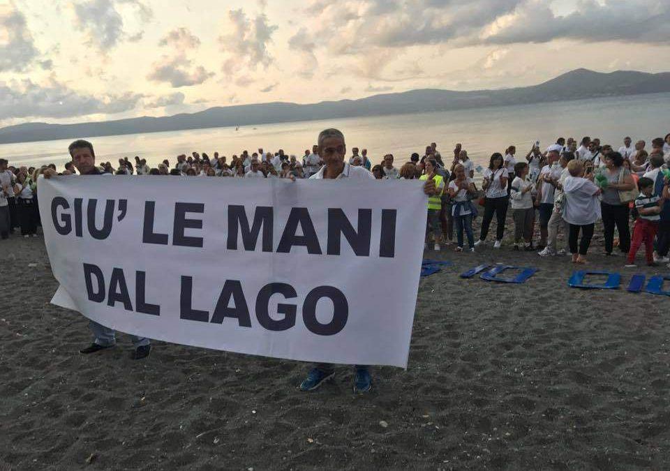 Lago di Bracciano: grande partecipazioni al flash mob #muoiodisete