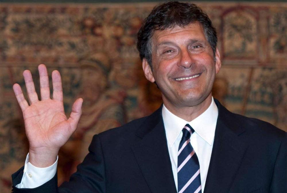 Fabrizio Frizzi colto da malore: ricoverato d'urgenza