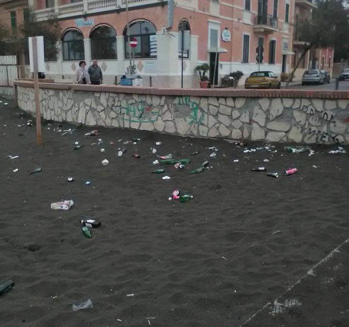 Ladispoli, spiagge trasformate in pattumiere: cittadini indignati