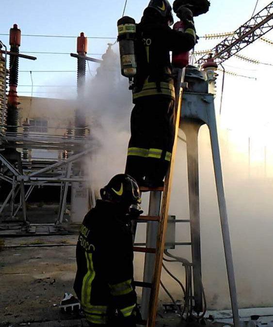 Civitavecchia, incendio alla sottostazione ferroviaria domato dai pompieri
