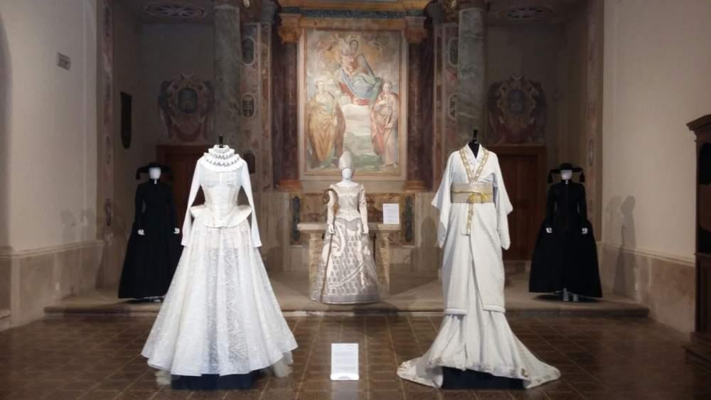 """Castello di Santa Severa: la mostra """"Giapponizzati. Racconti di un viaggio di moda"""" prorogata fino al 15 febbraio"""