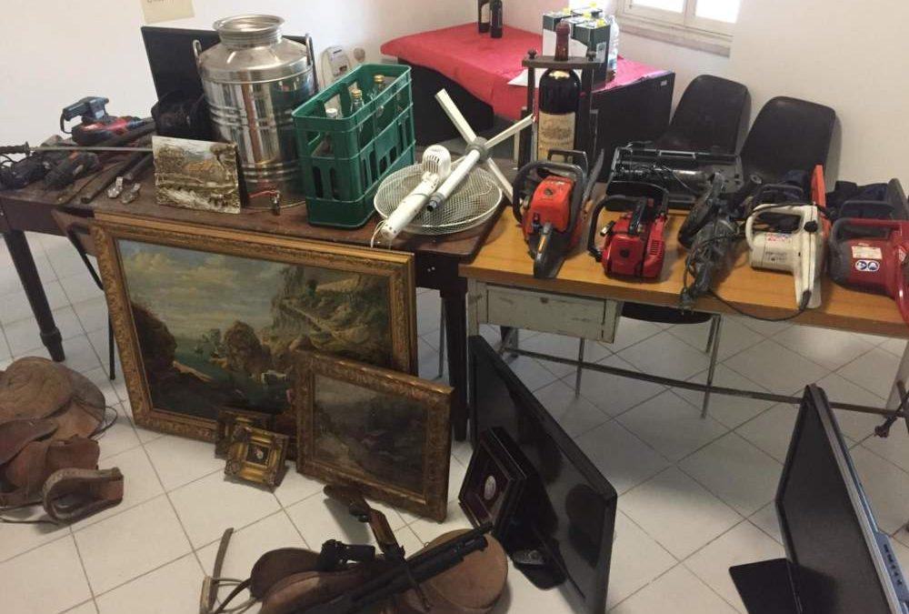 Ricettazione e porto abusivo d'arma: due denunciati dai carabinieri