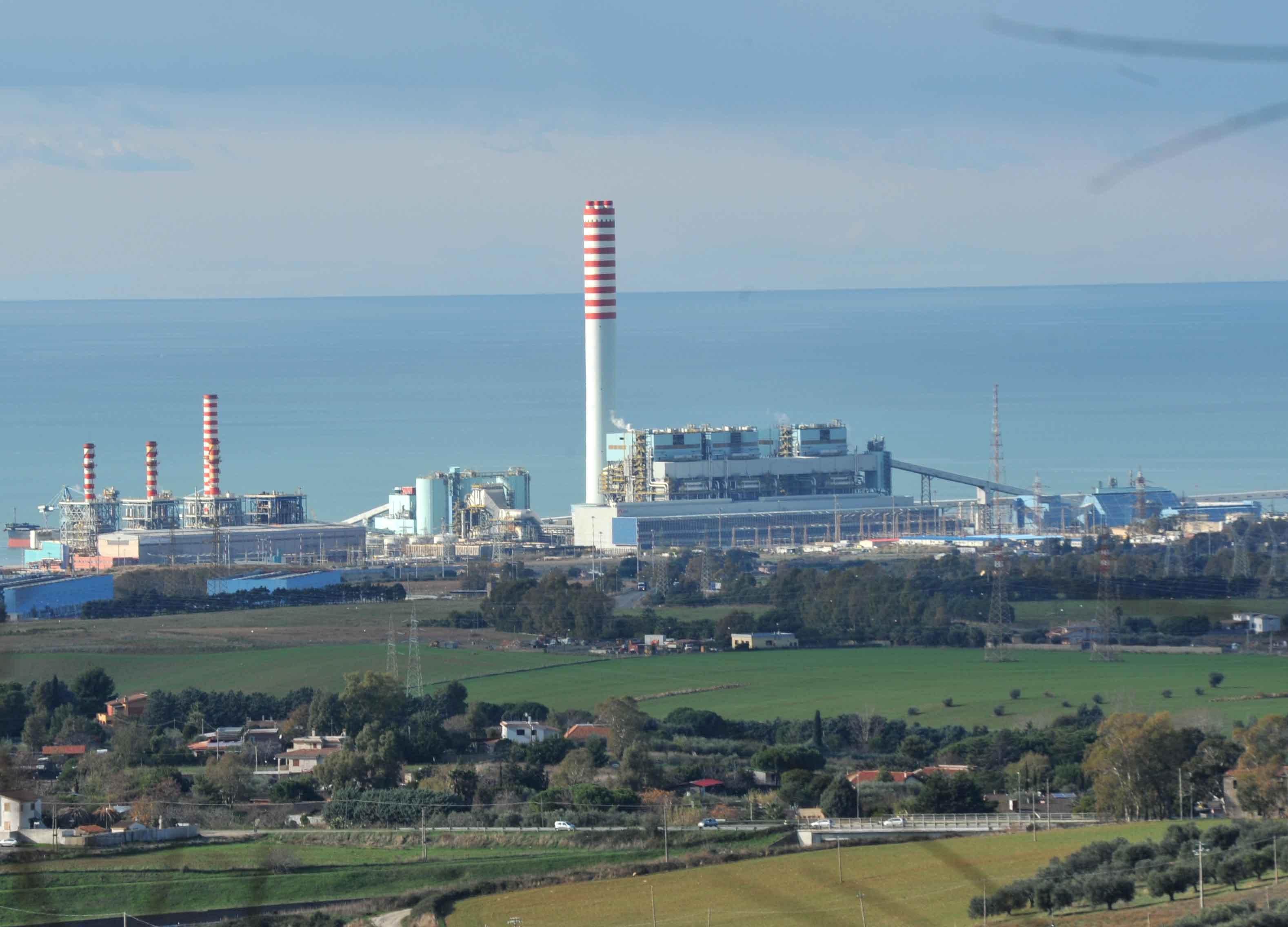 """Civitavecchia, Potere al Popolo: """"Enel chiarisca se vuol dismettere il carbone entro il 2025"""""""