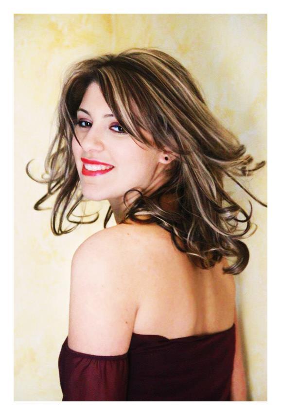 """c41d47be3aa0 La giovane cantante ladispolana Yasmin Kalach si è esibita ieri sera su Rai  due nel nuovo programma televisivo """"The Voice of Italy""""."""