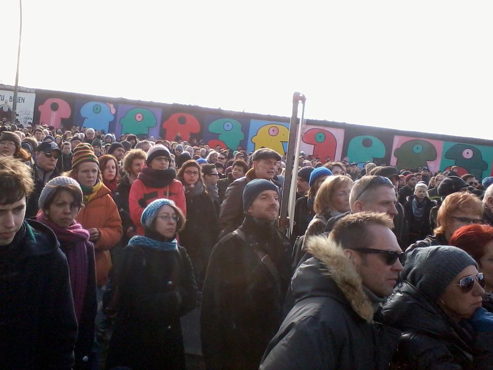 Berlino, un grattacielo di lusso al posto del Muro, monta la protesta
