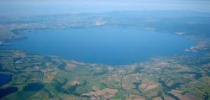 Vista_aerea_del_Lago_di_Bracciano