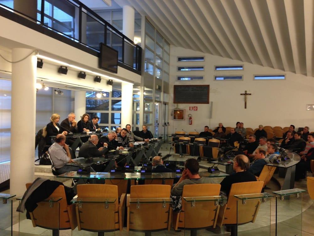 Fiumicino oggi in consiglio incontro con il for Oggi in parlamento