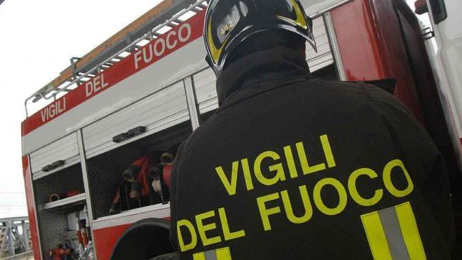 Incendio in via Rudolf Diesel: a fuoco sterpaglie