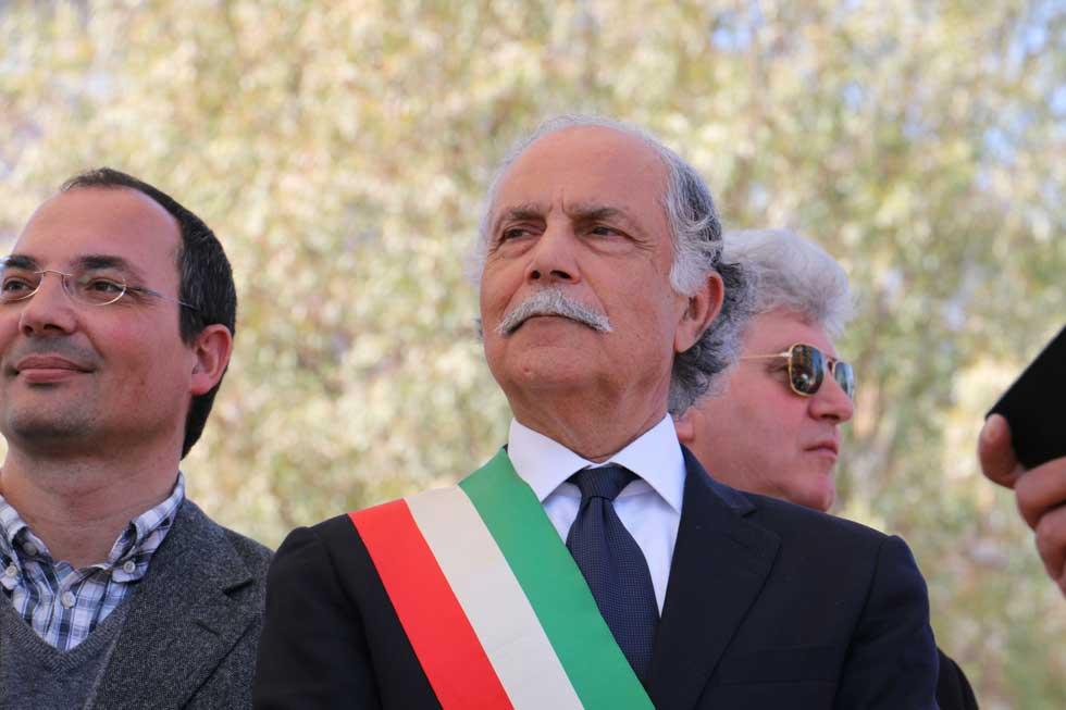 """Gli ex sindaci di Ladispoli: """"No a piazza Almirante, sì a piazza della Costituzione"""""""