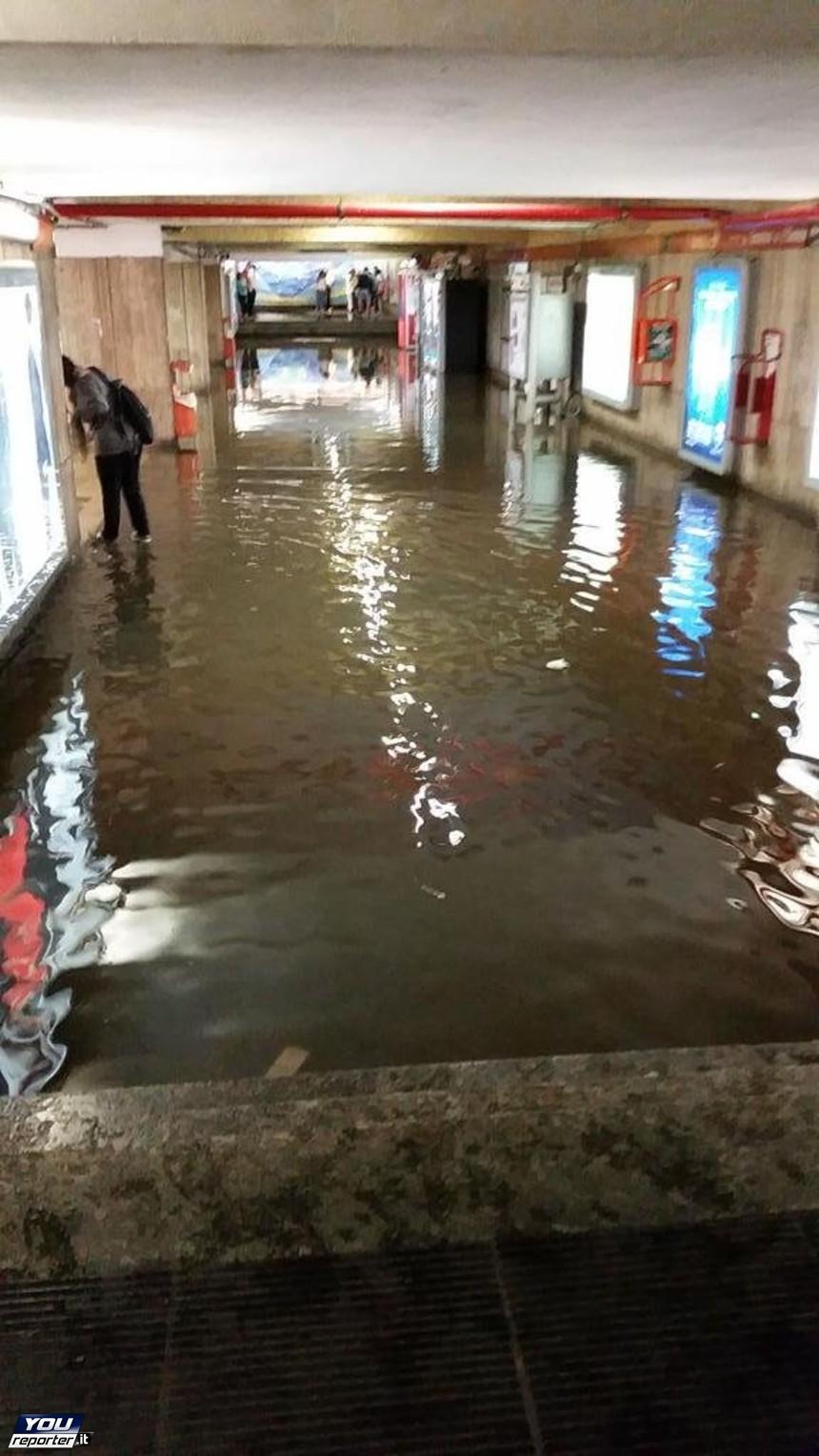 Roma metro a allagata fuori uso le fermate di porta - Hotel roma porta furba ...