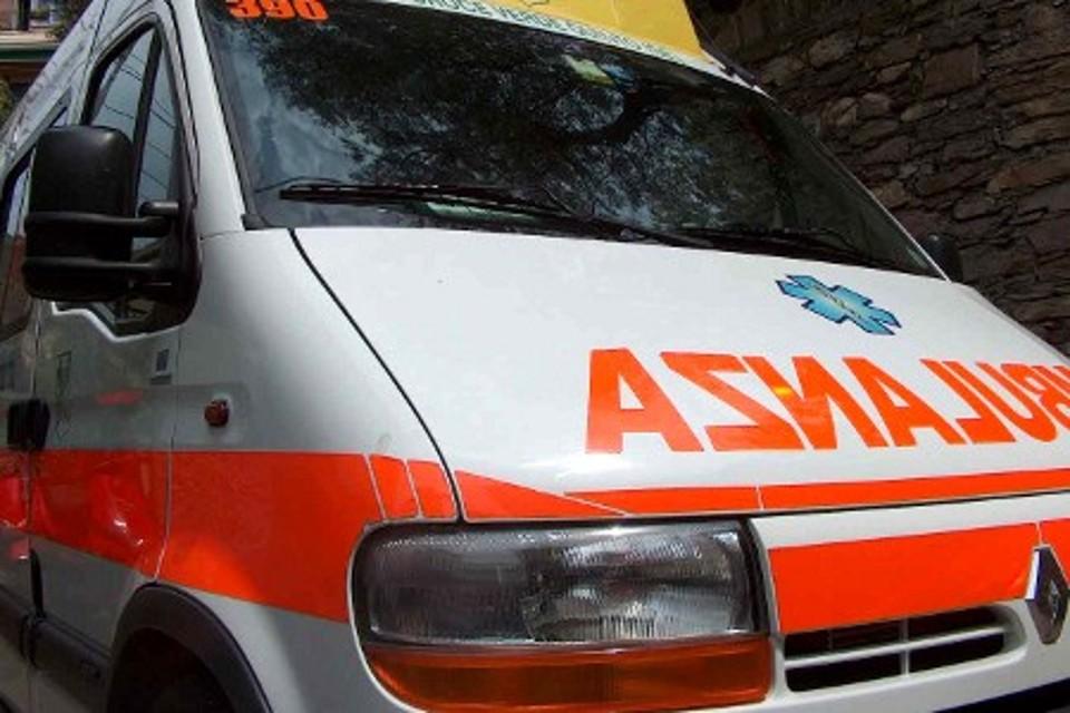 Incidente al Tuscolano: scontro moto-taxi, un ferito