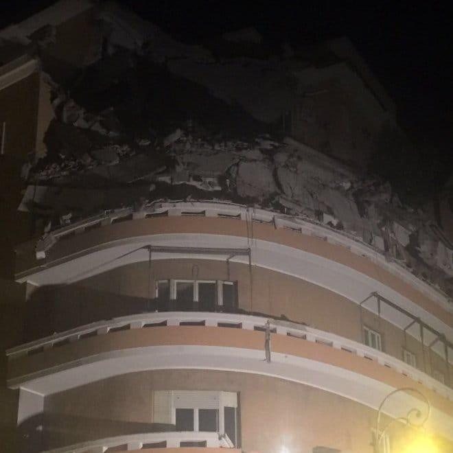Lungotevere flaminio crollano due piani di un palazzo for Palazzo a due piani