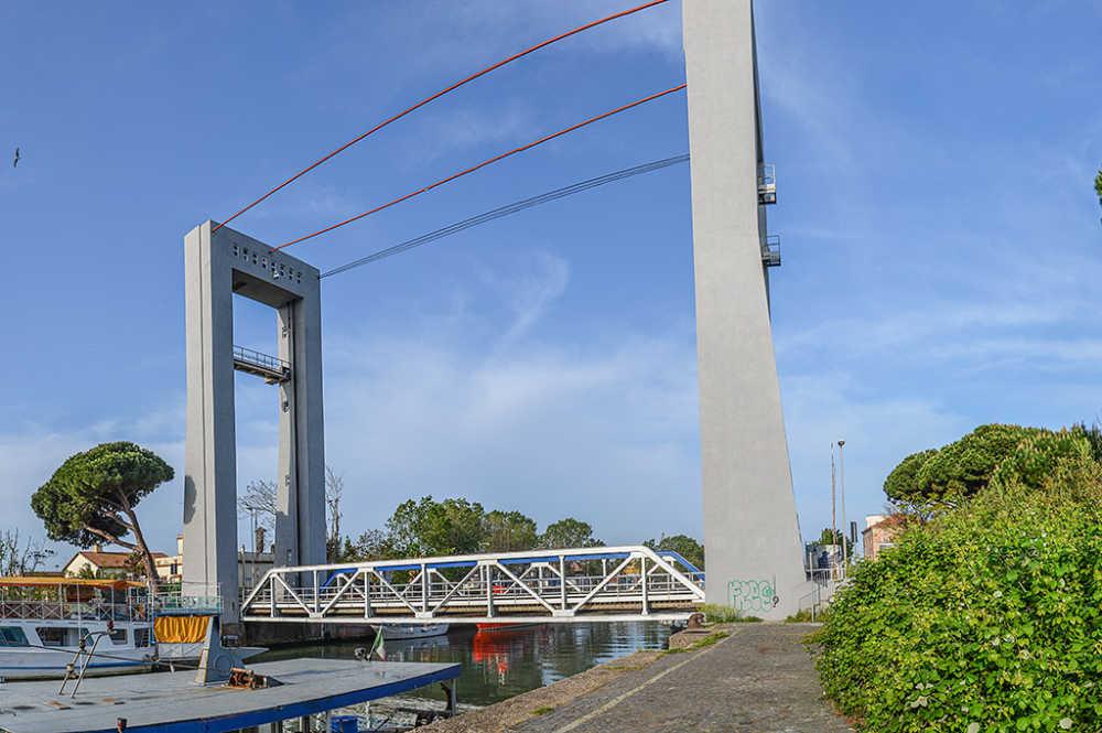 Fiumicino, eventi di sabato sospesi in memoria delle vittime di Ponte Morandi