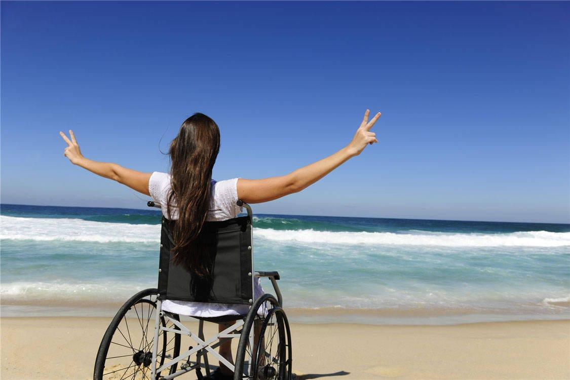 """Passerelle disabili, M5S Ladispoli: """"Sconnesse e non arrivano alla battigia, ma per il sindaco va bene così"""""""