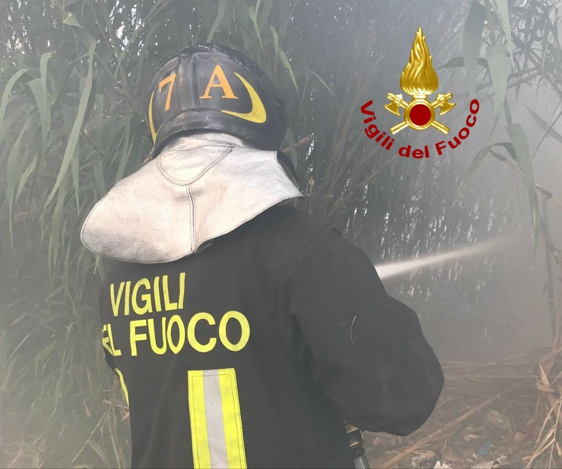 Incendio a Cerveteri in zona Due Casette