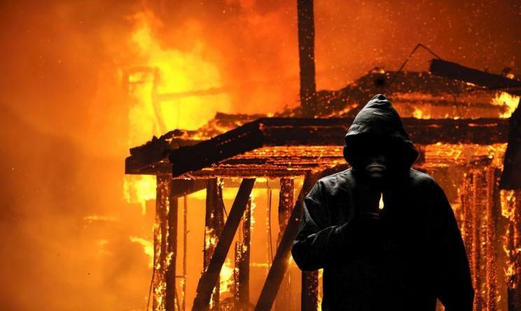 Appicca incendio, arrestato il piromane: brillante operazione dei Carabinieri