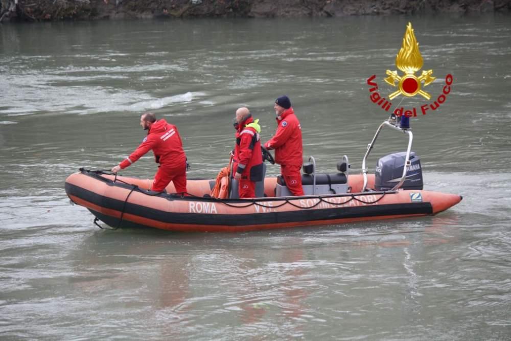 Bracciano, naufraga catamarano, salvata una persona