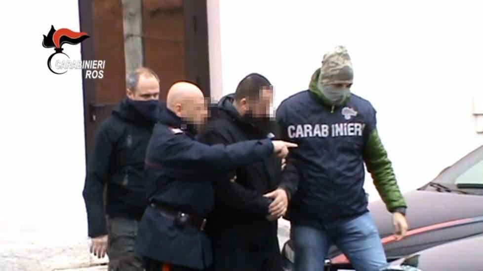 San Giovanni, Carabinieri arrestano pusher che riforniva le scuole