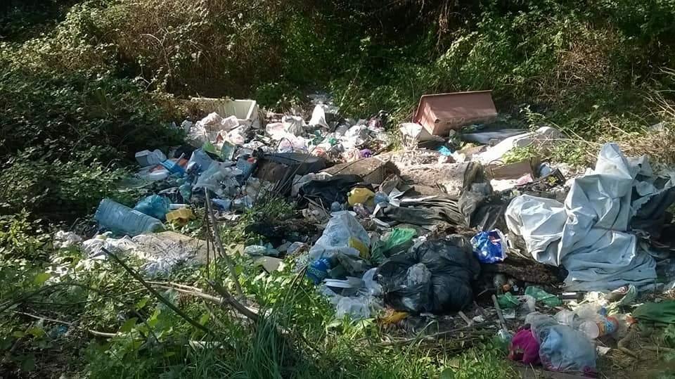 Passoscuro, multati 11 zozzoni responsabili di discarica in via Florinas
