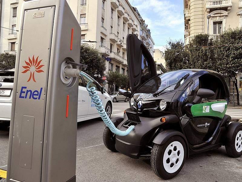 """In arrivo 10 nuove colonnine elettriche, D'Antò: """"A piccoli passi ci avviciniamo ad una mobilità sostenibile"""""""
