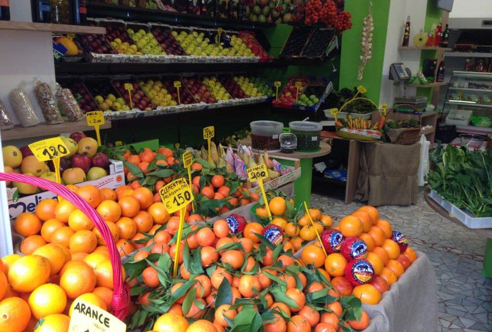 Frutterie Ladispoli, prime multe per chi non rispetta le modalità di esposizione della merce