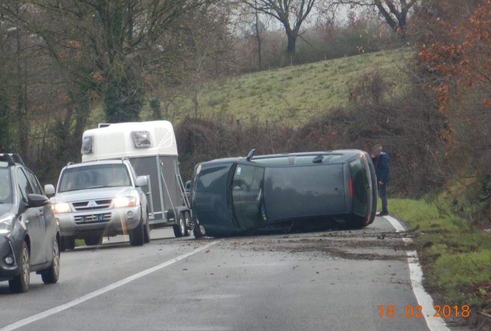 Incidente sulla Braccianese: due auto fuori strada