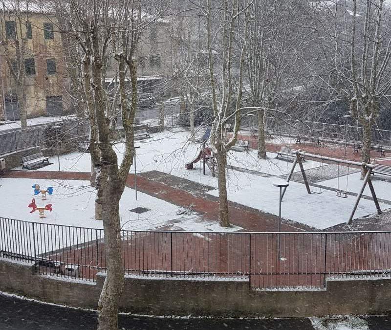 Neve sui Monti della Tolfa: Allumiere imbiancata. Nevischio a Manziana e al Sasso