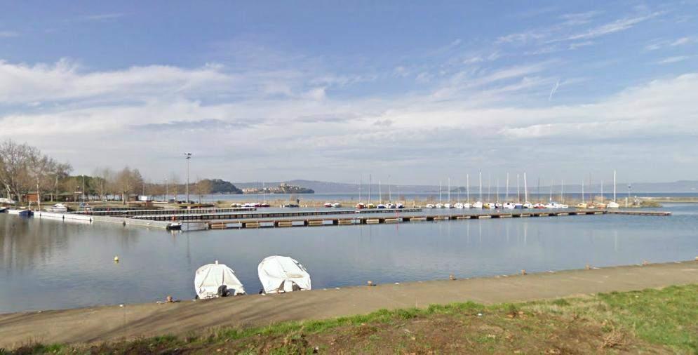 La Finanza di Viterbo e la Navale di Civitavecchia sequestrano il porto lacustre di Marta, sindaco indagato