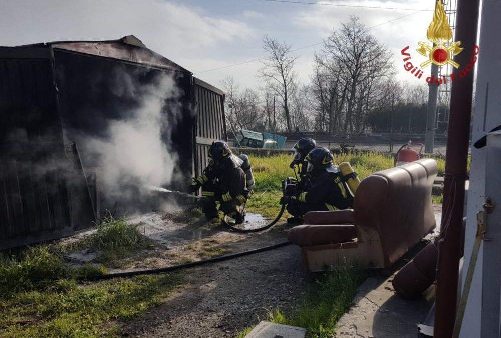 Braccianese: in fiamme una falegnameria