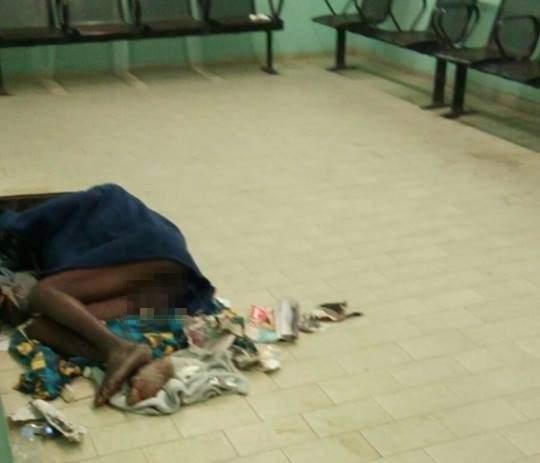 Santa Marinella, dorme nudo alla stazione: passeggeri indignati (FOTO)