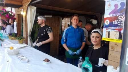 Studenti dell'alberghiero di Ladispoli tra gli stand delle aziende locali