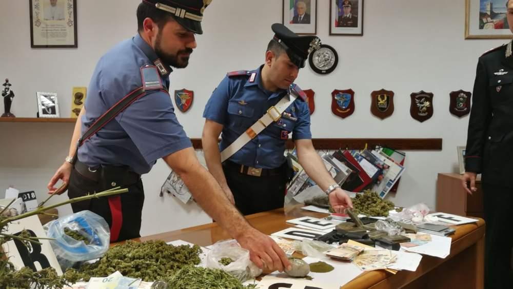 Cerveteri, arrestato 20enne e denunciato un secondo per droga