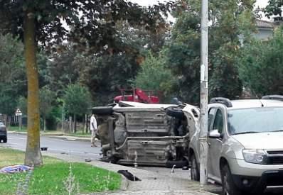Grave incidente a Oriolo romano: auto si ribalta