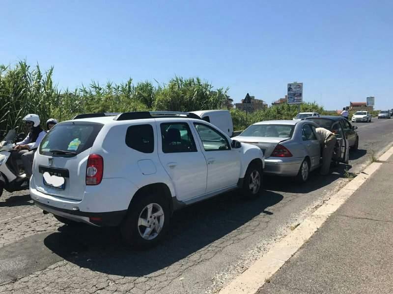 Ladispoli, incidente vicino allo stadio Sale: tamponamento a catena