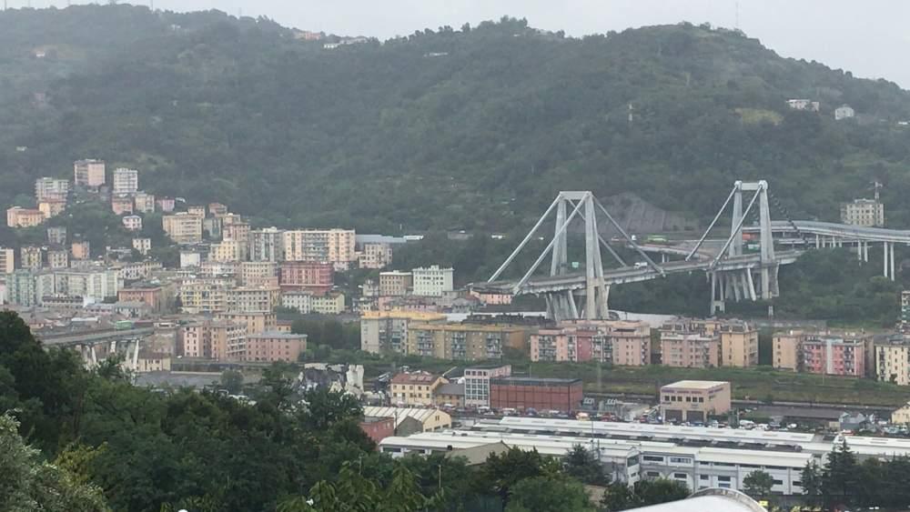 Crollo ponte Morandi, oggi lutto nazionale: il litorale e il lago di Bracciano partecipano al dolore