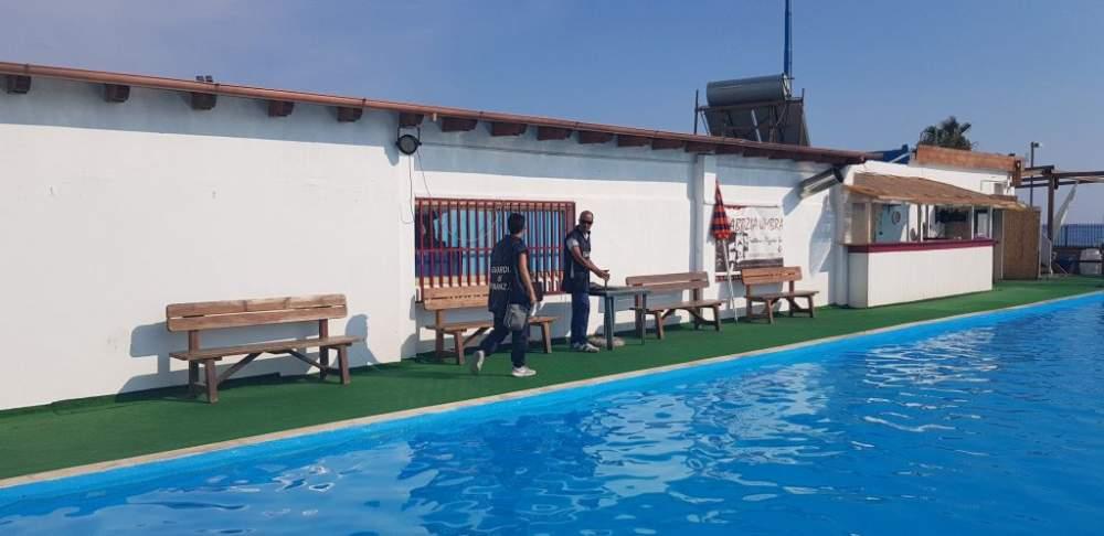 Civitavecchia, sequestrata la piscina piccola della Snc dalla Finanza. Intervento anche a Tarquinia