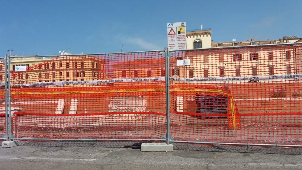 """Fiumicino, Poggio su Viale Traiano: """"Che fine ha fatto il cantiere?"""""""