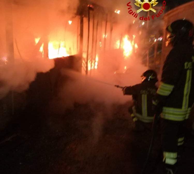 Incendio a Passoscuro, fiamme nello stabilimento