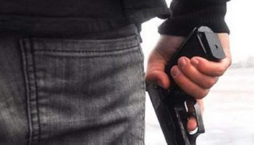 Entra a scuola armato e discute con professoressa a Ladispoli