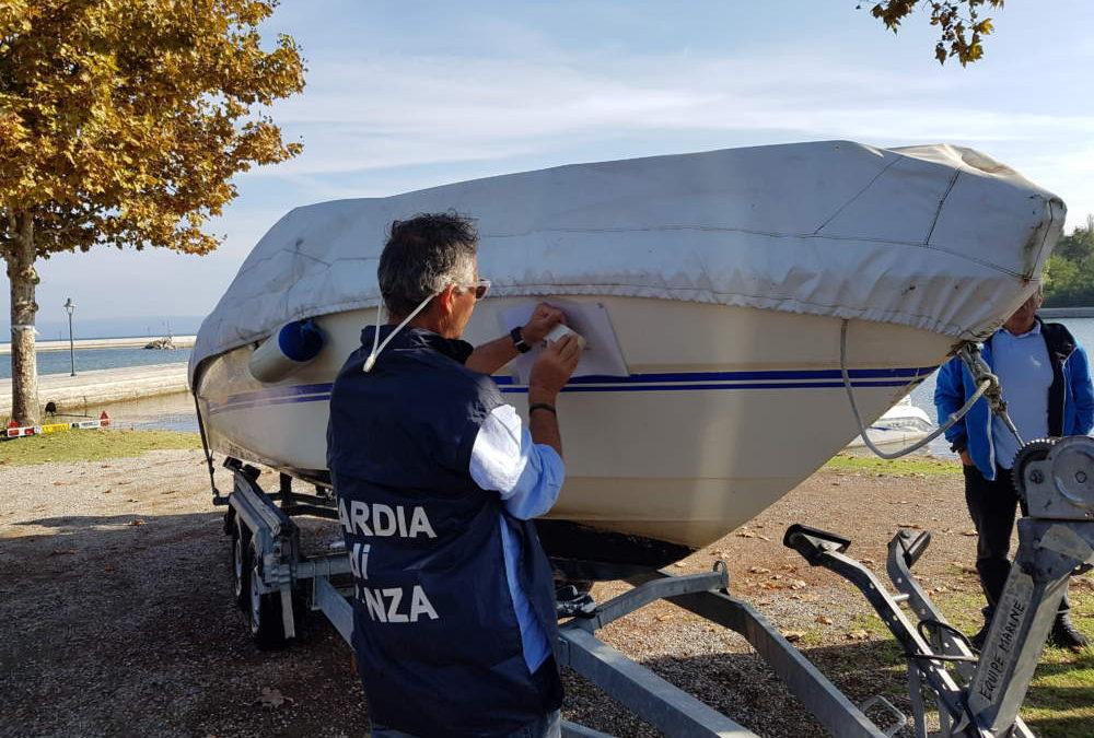 Barche e pontoni abusivi sul Marta, sequestri e due denunce del Roan della Finanza